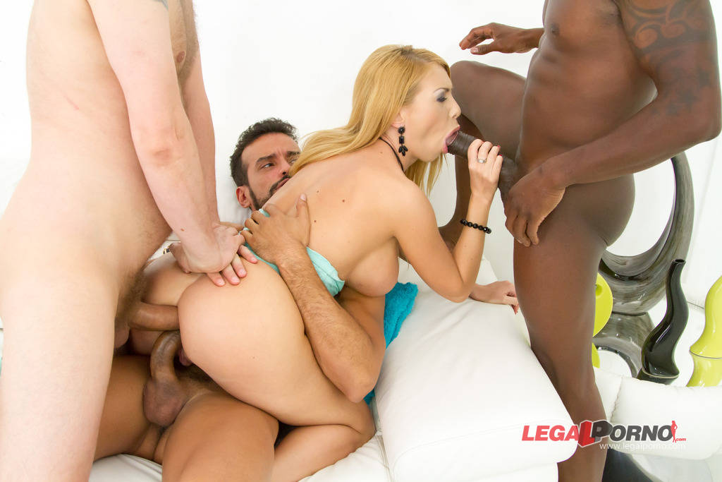 Isabella Clark fucked by 3 guys only in the ass: DAP 0% pussy SZ946