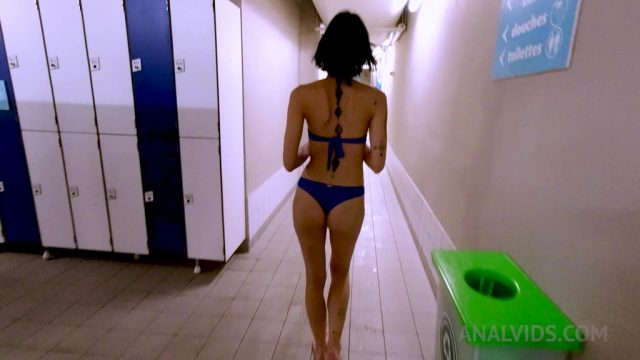 Fucking Mina Kali's ass in a public swimming pool locker OTS128