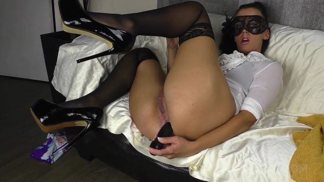 Queen Eugenia insert a very long dildo deep in her ass (with uncontrolled pissing) OTS234