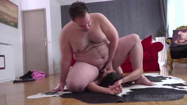 Curvy french model Laure Zecchi assfucked by Cell with piss finish OTS147